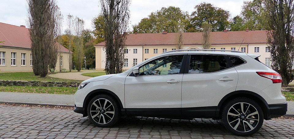 Der Nissan Qashqai vor Schloss Paretz, Foto: Weirauch