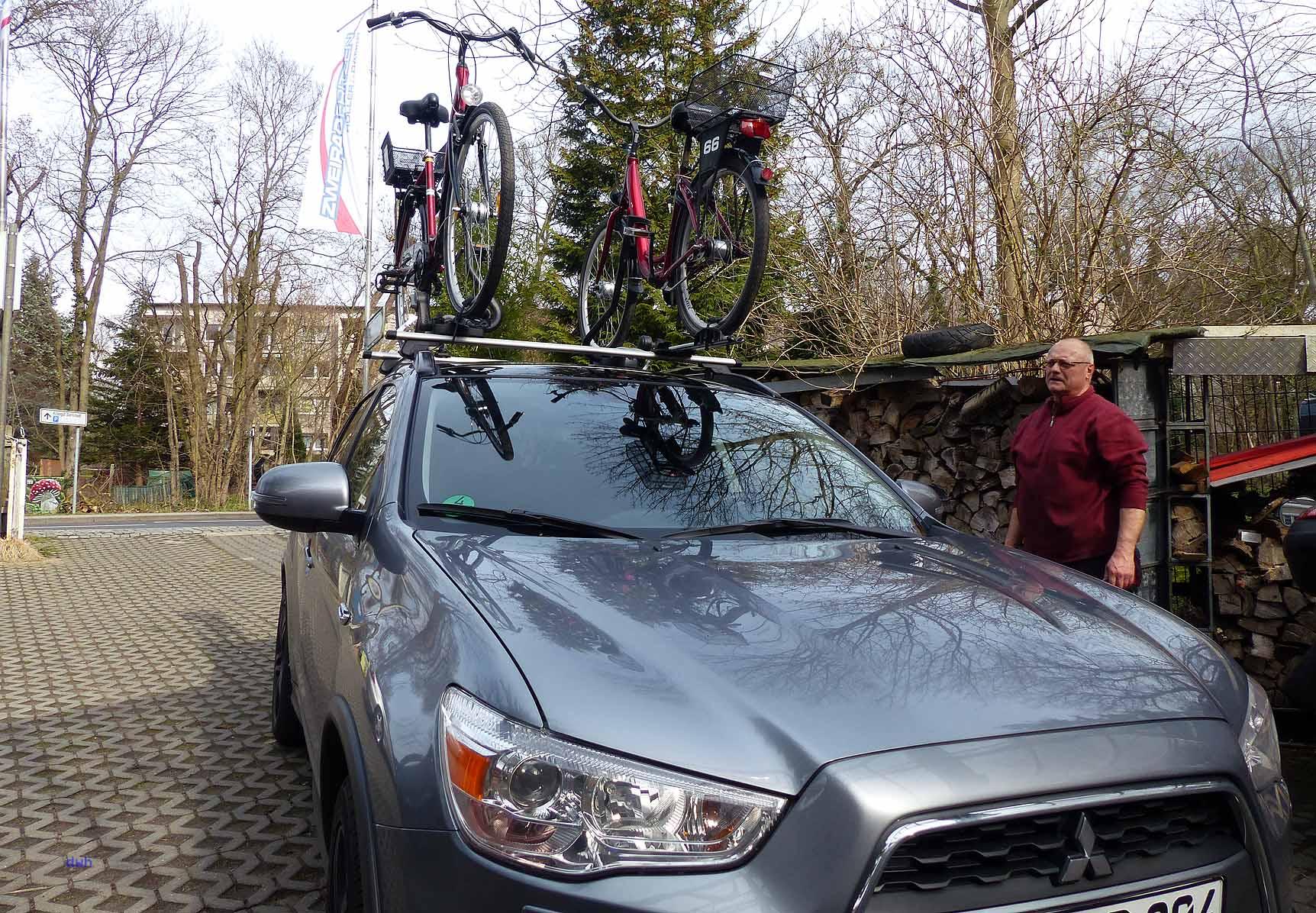 Geschafft: In 10 Minuten sind zwei Fahrräder auf dem Dach des Mitsubishi ASX montiert.