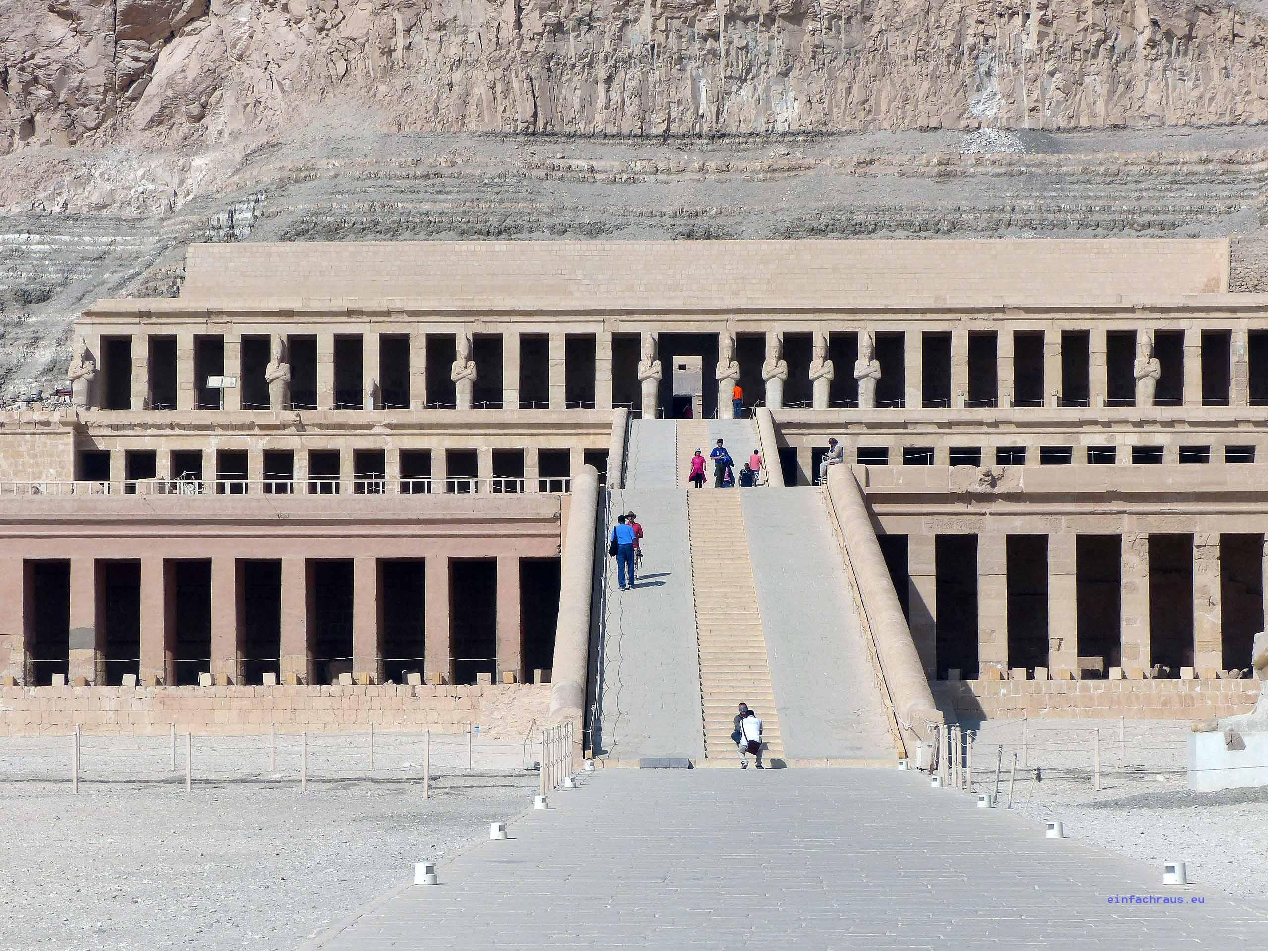 Totentempel der Hatschepsut in Deir el-Bahari bei Luxor, Foto: Weirauch