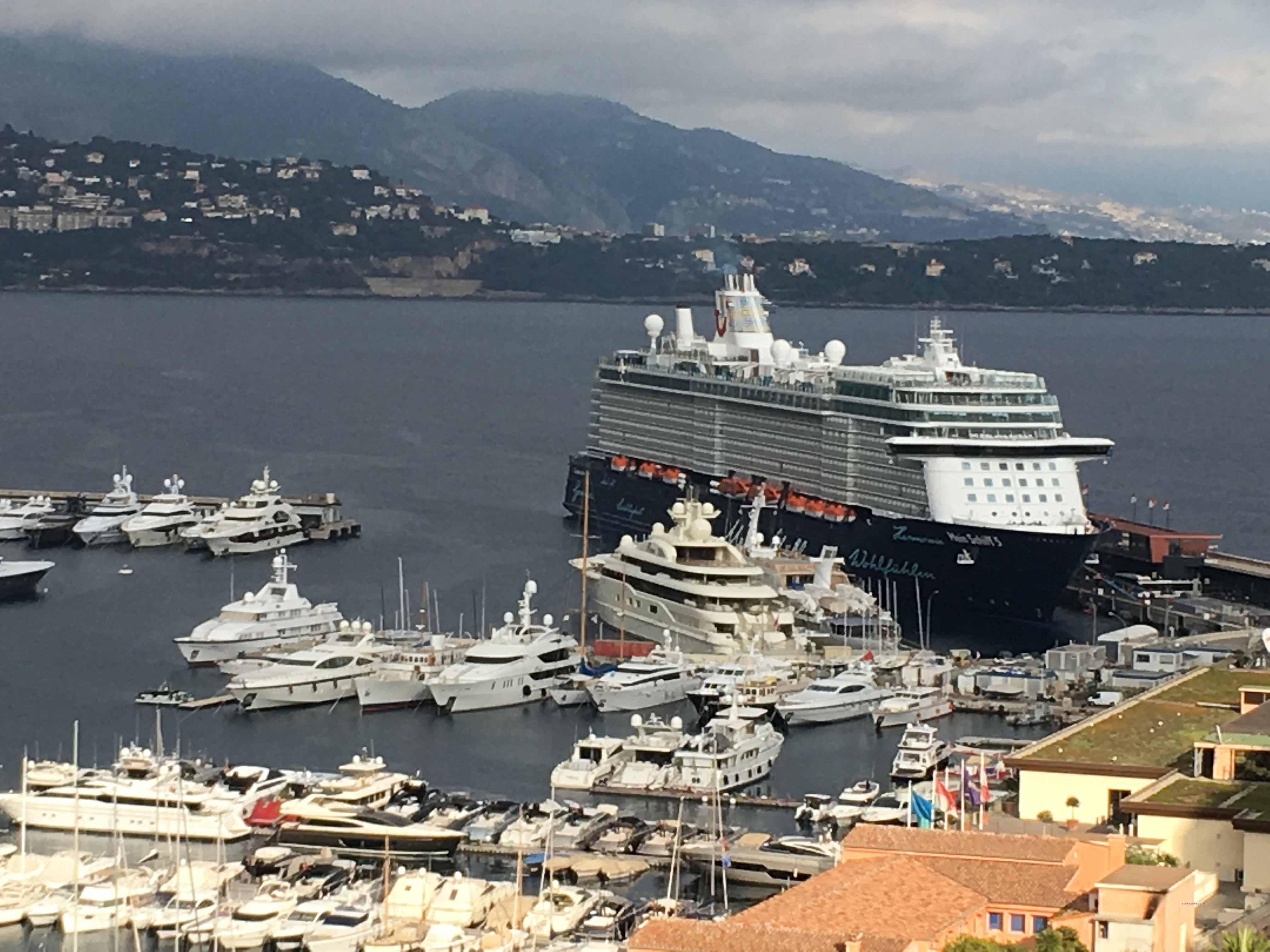Blick auf den Hafen von Monaco mit der neuen Mein Schiff 5 von Tui Cruises, Foto: Weirauch