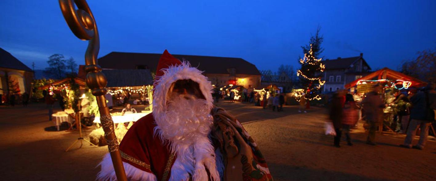 Weihnachtsmann auf Schloss Lomnitz im Hirschberger Tal, Foto: Schloss Lomnitz