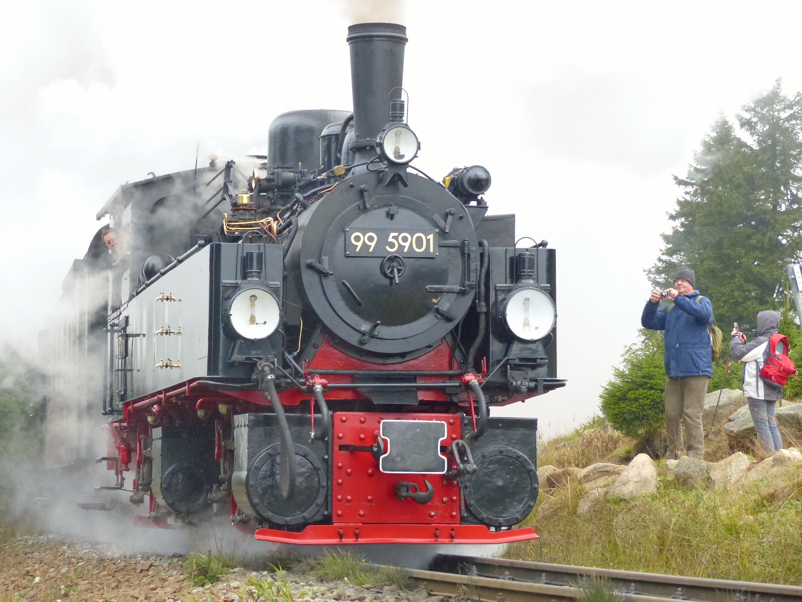 Sa kommt sie: die Dampflok, fast 60 Jahre alt. Foto: Weirauch