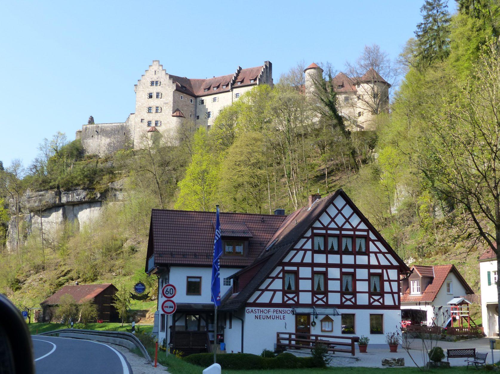 Blick auf die Burg Rabenstein Foto: Weirauch