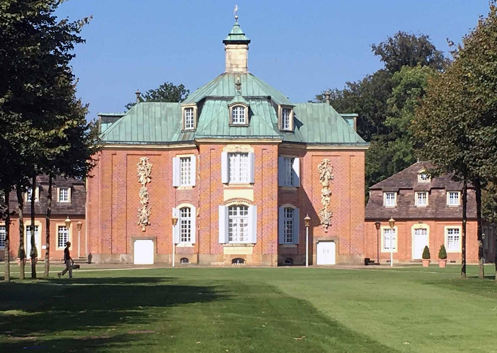 Das Schloss Clemenswerth ist ein für Clemens August I. von Bayern errichteter Jagdsitz in der Nähe des emsländischen Sögel. Foto: Weirauch