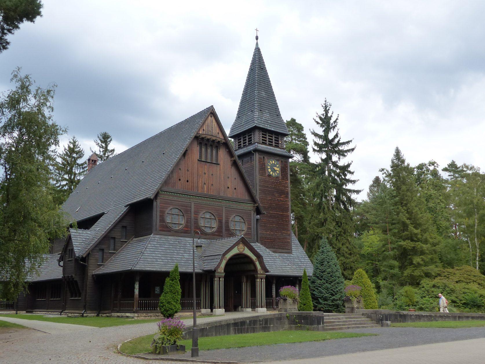 Im Stile norwegischer Holzkirchen, die Kapelle auf dem Stahnsdorfer Südwestkirchhof ©Weirauch