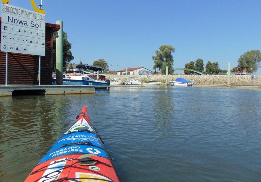 Unterwegs auf der Oder im Hafen von Nowa Sól (Neusalz). Foto: Dominik Dobrowolski