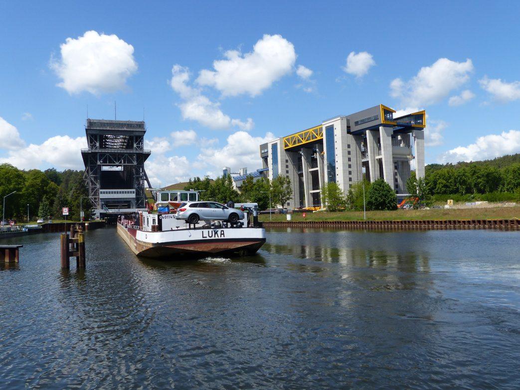 Altes und neues Schiffshebewerk Niederfinow Foto: Weirauch