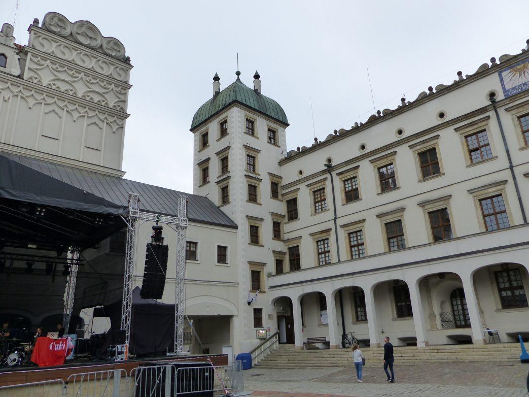 Der Innenhof ist Kulisse für Konzerte und Märkte