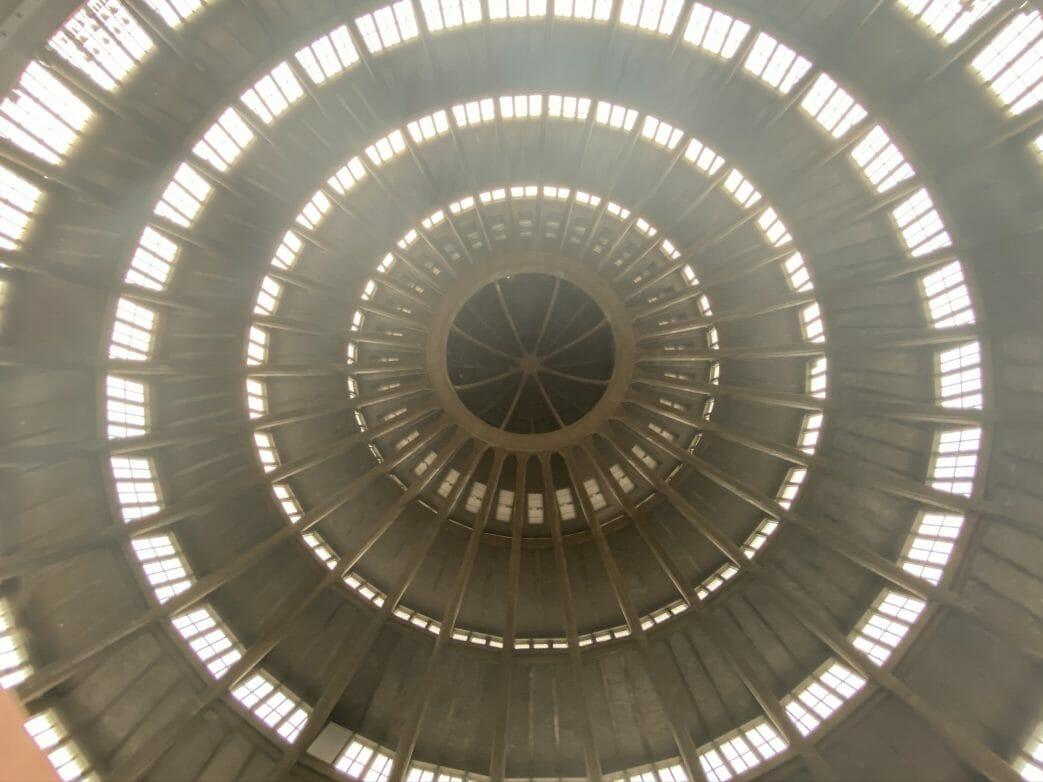Die Kuppel war zum Zeitpunkt der Fertigstellung mit einer freien Spannweite von 65 Metern Durchmesser im damaligen Deutschland die größte dieser Art
