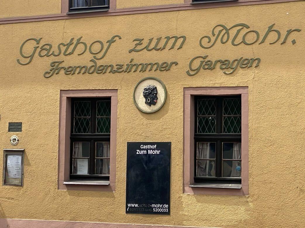 Zu den historischen Gaststätten gehört auch der Gasthof zum Mohr gegenüber vom Giebichenstein