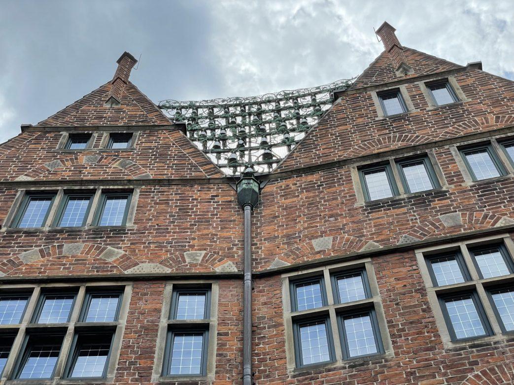 """Am """"Haus des Glockenspiels"""" erklingen zwischen 12 und 18 Uhr zu jeder vollen Stunde, 30 Meißner Porzellanglocken"""