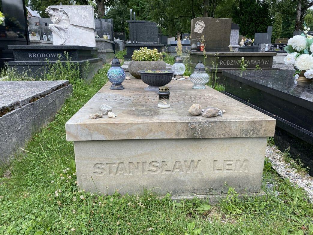 Stanislaw Lem: ruht auf demSalwator-Friedhof im Plot W. Foto: Weirauch