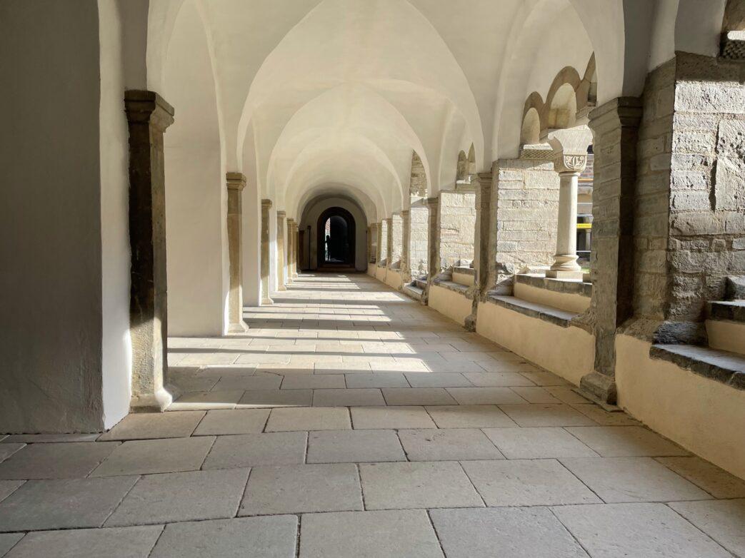 Kreuzgang im Kloster Unsere Lieben Frauen